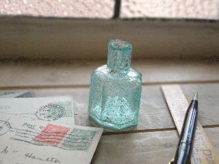 イギリス アンティーク インクボトル(八角形気泡入り)