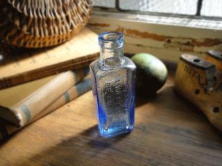 アンティークボトル ガラスの薬瓶(ブルー)