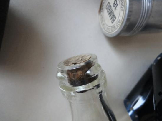フランスヴィンテージ ラベル付きガラスボトル