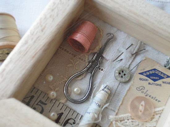 イギリス お裁縫小物をコラージュしたフレーム