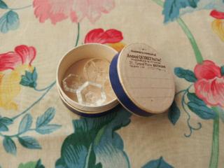 アンティーク薬の紙箱とガラスボタンのセット(2.濃紺色)