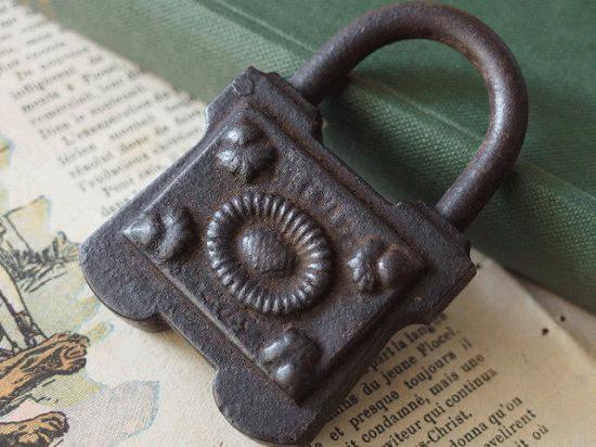 フランス のアンティーク南京錠(アイアン製)