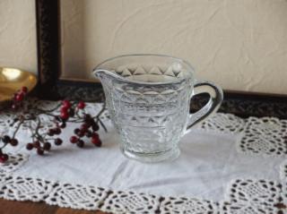 イギリス プレスガラスのアンティークジャグ