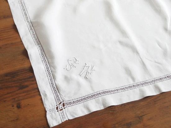 アンティーク  手刺繍のリネンピローケース(イニシャル入り)