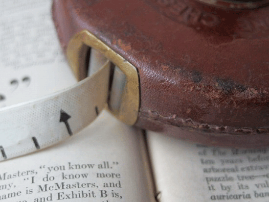 イギリス製アンティークの巻き尺(メジャー)