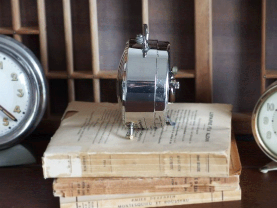 フランス JAZ クロムメッキの目覚まし時計