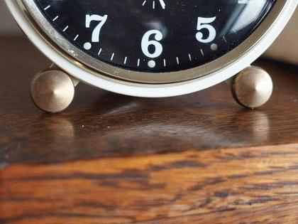 フランス JAZ 黒とアイボリーの目覚まし時計