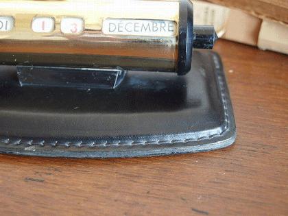 フランスヴィンテージ 真鍮と革の卓上カレンダー