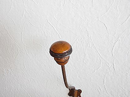 フランス 木とメタルのアンティークフック(1)