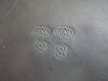 アンティーク ピューター花リムプレート(22cm)