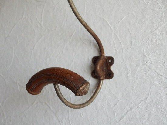 フランス 木とメタルのアンティークフック(A)
