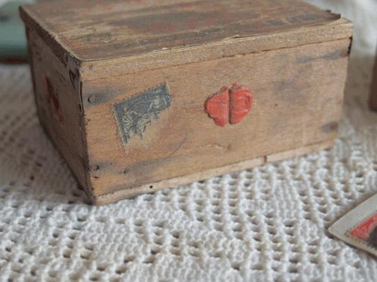アンティーク  フランスの郵便用木箱(枯れた紙ラベル)