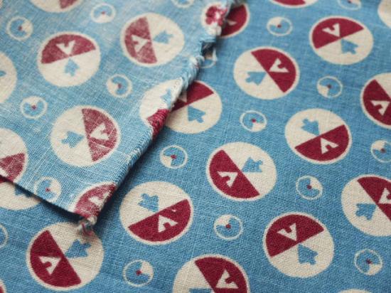 フランス ヴィンテージ布(ブルーの矢印)
