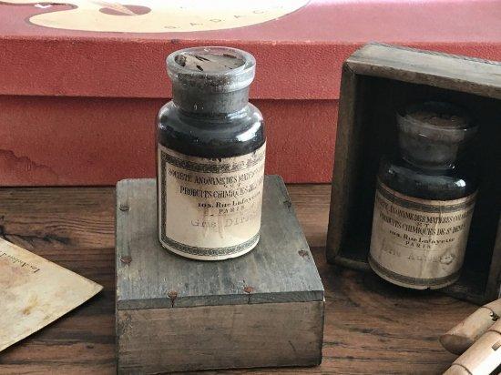 フランス製アンティークボトル(木箱付き)�
