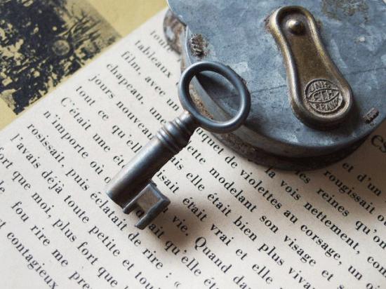 フランスのアンティーク南京錠(くまのパドロック刻印あり)