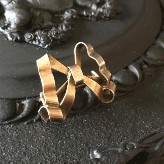 フランス アンティーク 純銀製リボンのブローチ