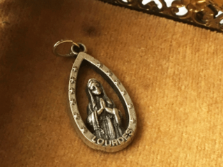 アンティーク ルルドの聖母のペンダントトップ