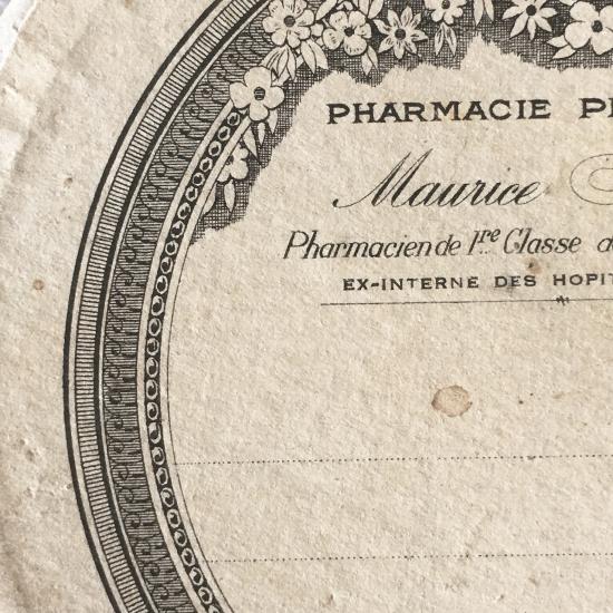 フランスアンティーク 大きな薬の紙箱(1)