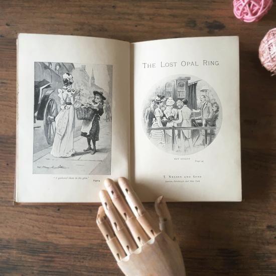 イギリスアンティーク 男の子と女の子の可愛い表紙のネルソン本