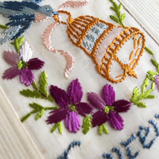 フランスアンティーク 刺繍カード(ベルをくわえた青い鳥とすみれの花)