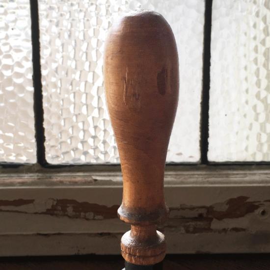 イギリスアンティーク 鉄製ハンドベル(木製ハンドル付き)