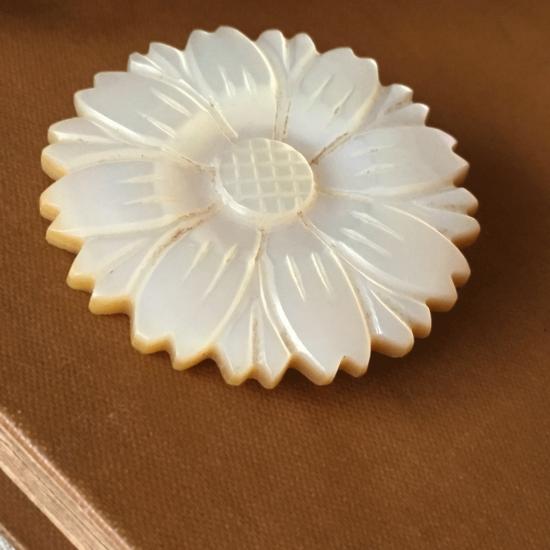 フランスアンティーク マザーオブパール お花のブローチ
