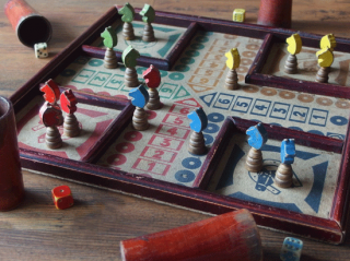 フランスアンティーク 古い木製のボードゲーム(小さな馬のゲーム)