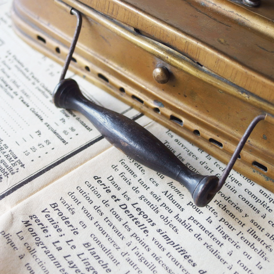 フランスアンティーク 真鍮ケース(携帯用フットウォーマー/お香立て)