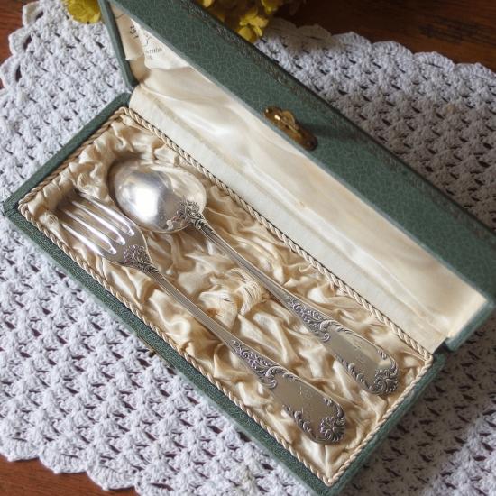 フランスアンティーク シルバープレート デザートスプーンとフォークのセット(専用箱付き)