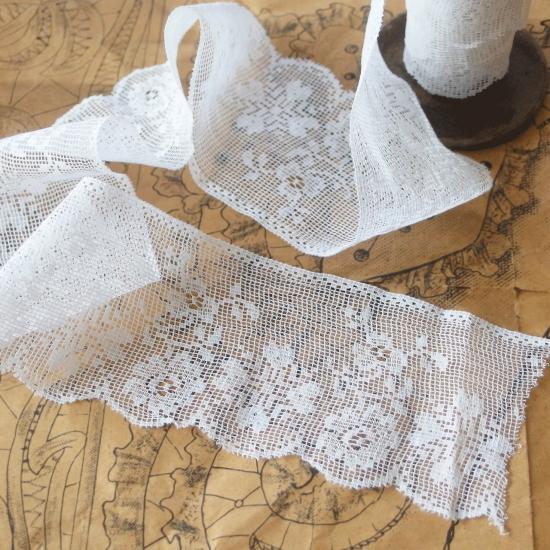 フランスアンティーク 薔薇のフィレレースとスプール(糸巻き)のセット