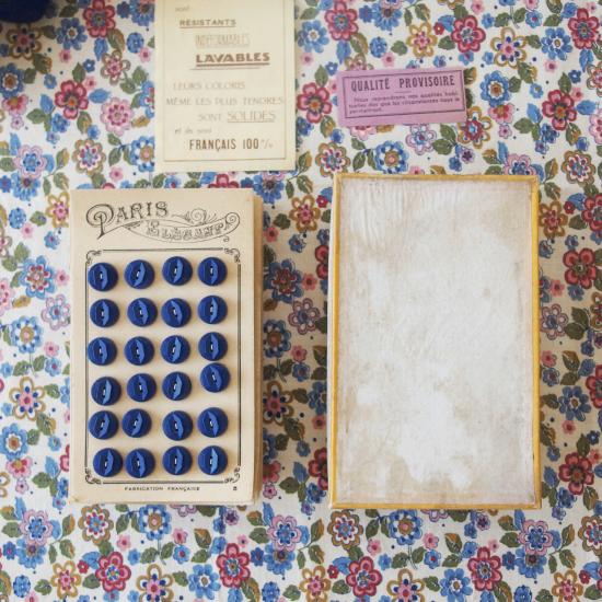 フランスヴィンテージ ボタンシートが入ったボタンの紙箱セット(濃紺色)