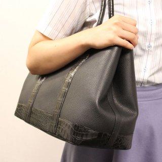 【S.sakamoto】余裕の収納でソフトな手ざわり、クロココンビのシュリンクレザートートバッグ