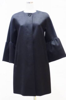 <img class='new_mark_img1' src='//img.shop-pro.jp/img/new/icons12.gif' style='border:none;display:inline;margin:0px;padding:0px;width:auto;' />【WEEKEND MaxMara】ボリュームスリーブ・ノーカラーコート