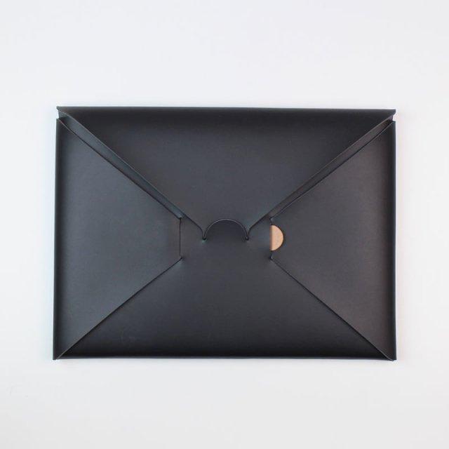 【期間限定POP UPアイテム】【i ro se イロセ 】seamless clutch bag-M BLACK