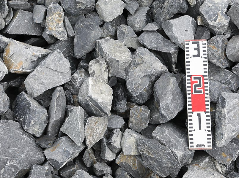 揖斐青黒割栗石(50-150mm)