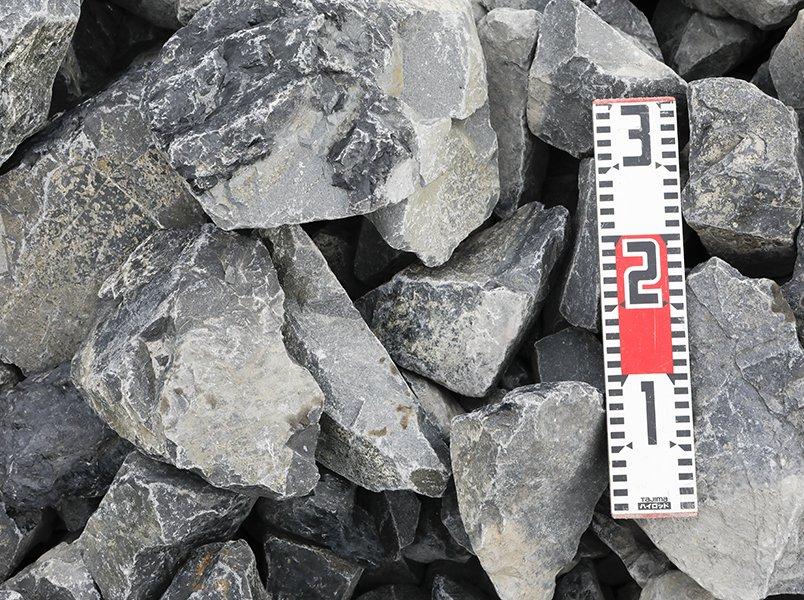 揖斐青黒割栗石(150-250mm)