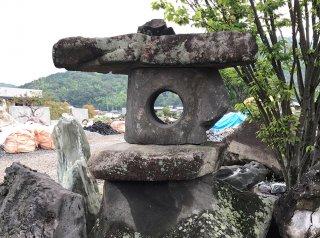 鳥海石山灯篭