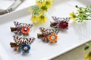 アンティーク調の蝶々にお花を添えて つまみ細工 <br>1100円(税込)