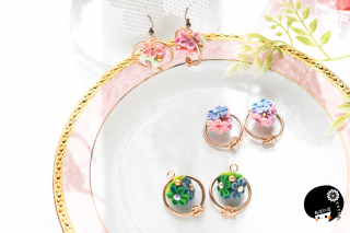トライアングル花畑の耳飾り<br>4950円(税込)