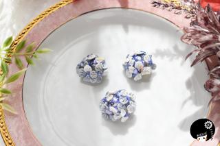 青の紫陽花×シェル つまみ細工 <br>2750円(税込)