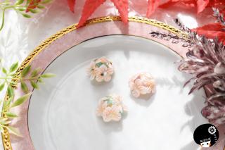 桃の紫陽花×シェル つまみ細工 <br>2750円(税込)