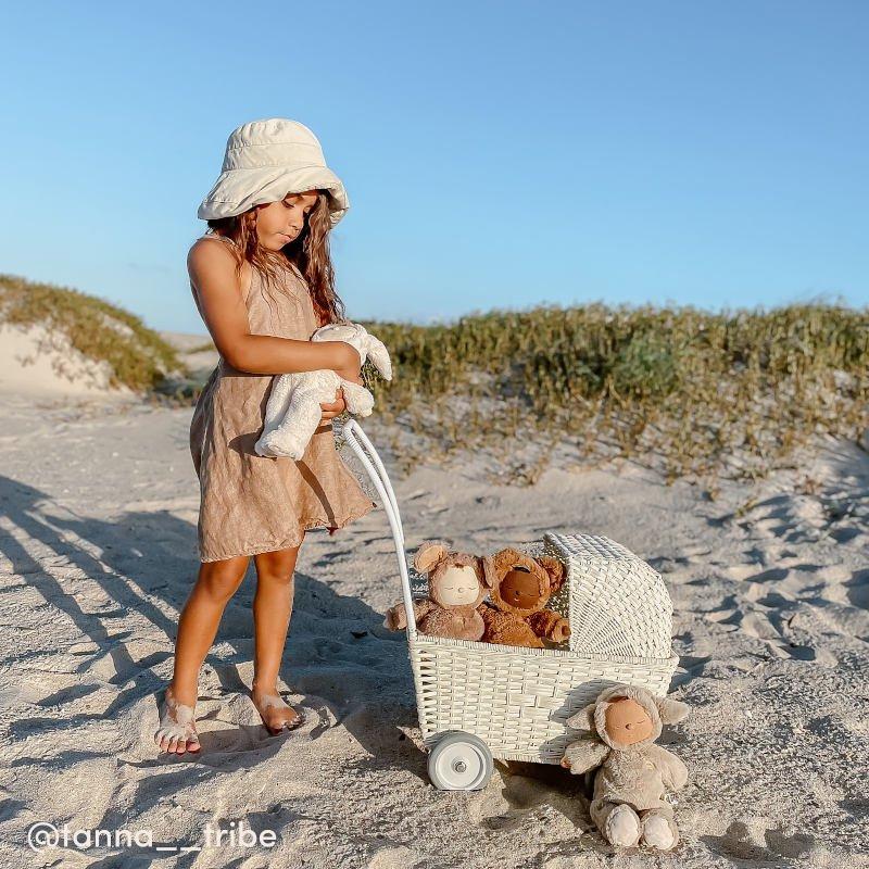 【5月末入荷次第のお届け】【送料無料】Olli Ella(オリエラ)<br>STROLLEY white<BR>車輪付きバスケット<BR>ごっこ遊びに♪<BR>(手押し車、ベビーカー、お買い物カート)