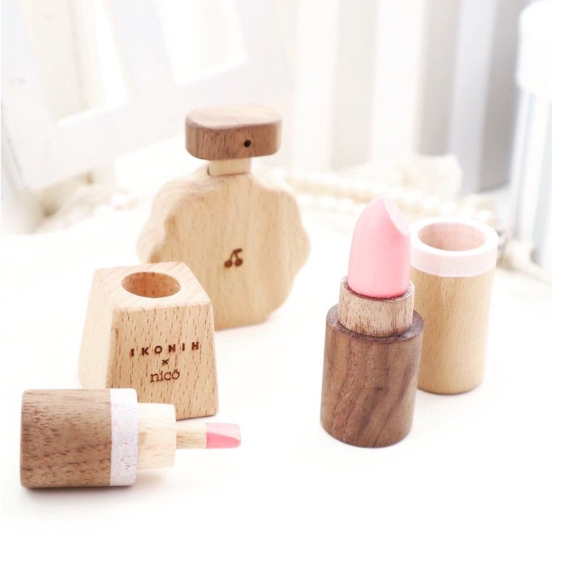 <img class='new_mark_img1' src='https://img.shop-pro.jp/img/new/icons5.gif' style='border:none;display:inline;margin:0px;padding:0px;width:auto;' />nicoxIKONIH  Cosmetic series<BR>ニコ×アイコニー コスメティックセット<BR>木のおもちゃ