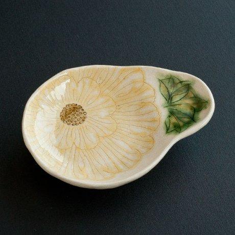 舞牡丹玉形三つ足豆皿(黄)
