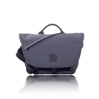 【6月26日発売開始・予約受付中】 7VEN mini メッセンジャーバッグ ブルー
