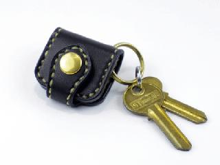 ウォレットキーホルダー ブラック(縫い糸ナチュラル)真鍮金具
