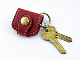 ウォレットキーホルダー ダークレッド(縫い糸ナチュラル)真鍮金具