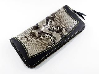 ジッパーロングウォレット ブラック インレイパイソン仕様(縫い糸ナチュラル)