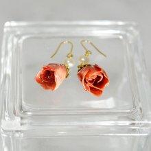 薔薇の蕾ピアス・フレンチローズ(甚三紅)