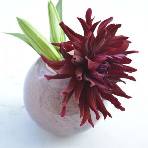 ガラス花器ボール型・パープルピンク (h14cm φ7〜15cm)